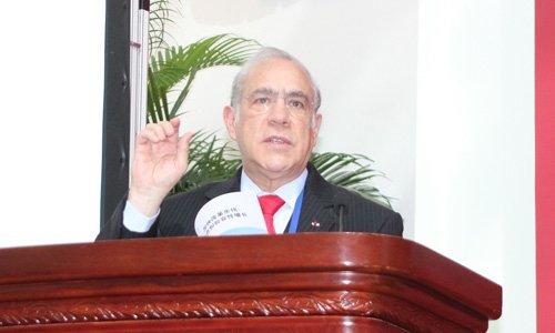 图文:经济合作与发展组织秘书长古利亚