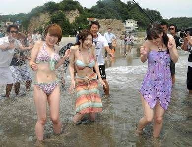 日本福岛海水浴场震后首次开放(图)