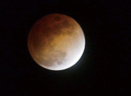 这种太阳,地球和月亮三点一线的奇观上次发生是在