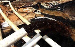 紫金山铜矿湿法厂把含铜酸水抽回上游污水池中
