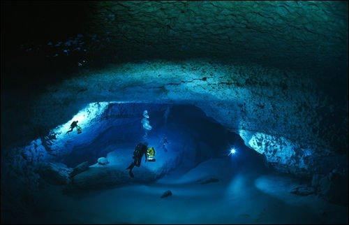 女人嫩穴洞_探险家冒死拍下的神秘洞穴 组图