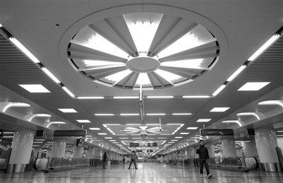 站台层位于地下三层,由此可前往西站南、北广场.-北京西站 首 迎