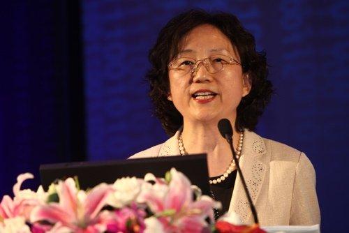 图文:泰康人寿副总裁贾莉萍做主题演讲