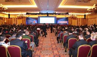 迟长海主持外国部长与中国企业家圆桌对话会