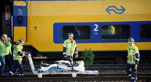 荷兰首都火车相撞事故造成至少125人受伤(组图)