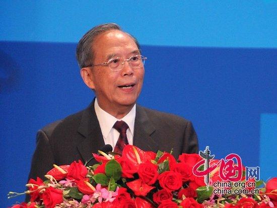 图文:前国务院副总理曾培炎主持开幕式