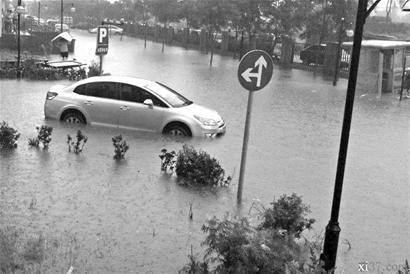北京旗胜家园防水工程难扛暴雨 限价房成海景房
