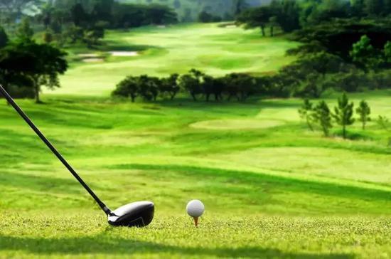 600万门槛起的私人银行:可龙泉寺参禅全球打高尔夫