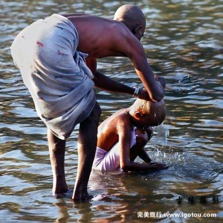 印度女人的沐浴习俗图片