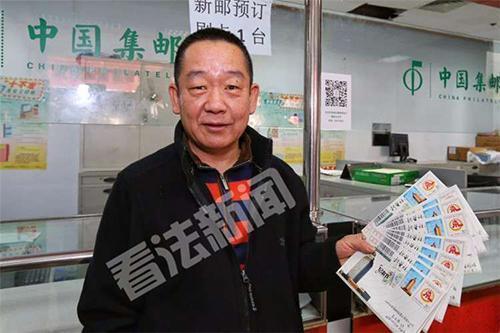 中国邮政首发《记者节》纪念邮票 市民排队抢购