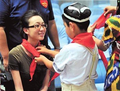 刘岩鼓励儿童快乐跳舞