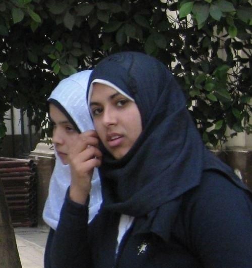 组图:埃及街头美丽女孩头巾斗艳 大成网