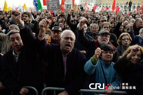 葡萄牙民众大规模示威游行 抗议财政紧缩政策
