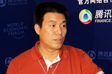 图文:都市丽人董事长兼总裁郑耀南