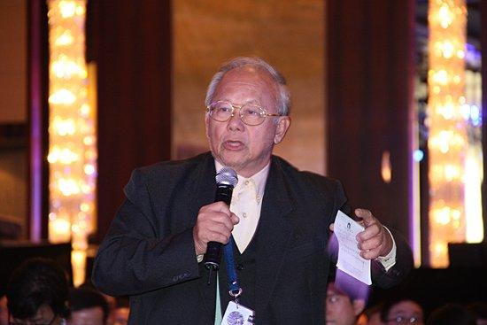 图文:2010财新峰会现场嘉宾提问