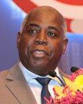 巴哈马副总理兼工程与城区发展部部长hilip E. Brave Davis