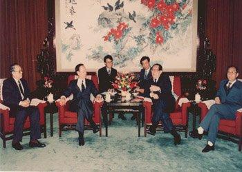 """1989―江泽民同志接见""""福特项目""""中方委员会主席黄达与美方委员会主席邹至庄"""