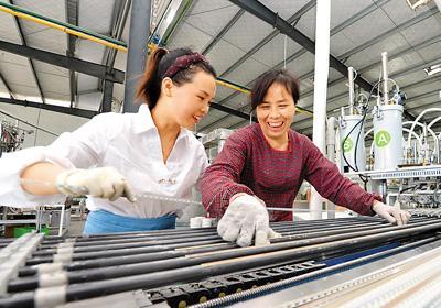 国家统计局:中国农民工达2.8亿人 月均收入3275元
