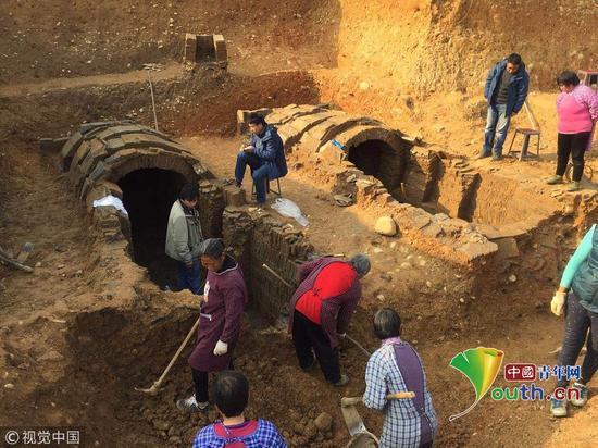 四川发现宋代家族古墓群 出土铜镜陶瓶等文物