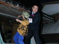 日本地震现场救人