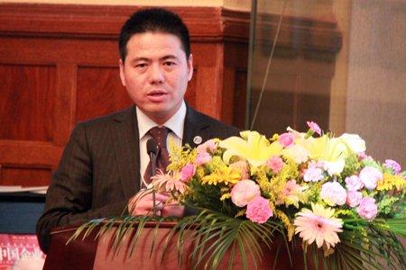 图文:远东集团董事长蒋锡培发表演讲