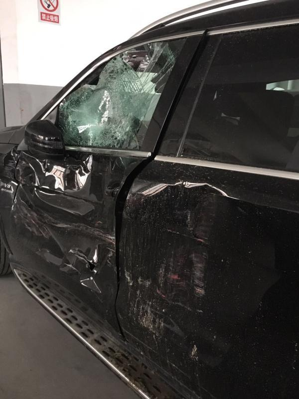 奔驰百万豪车撞车后安全气囊没弹出 一查发现没传感器