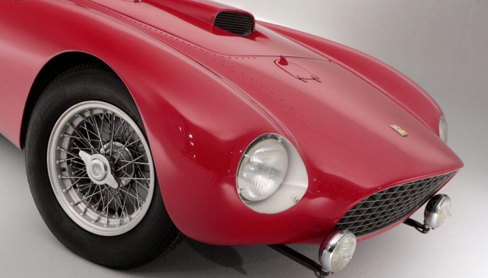 时速可达186英里(约300公里).该车凭借惊人的速度曾是1954高清图片