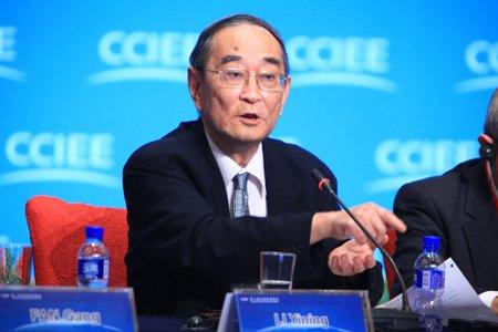 图文:北京大学教授厉以宁发言