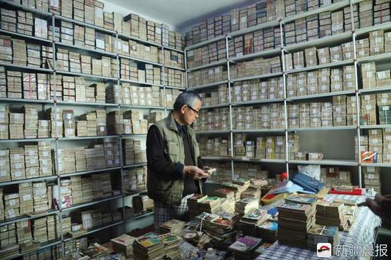 20年收藏1万多册小人书 15年收齐一套《岳飞传》