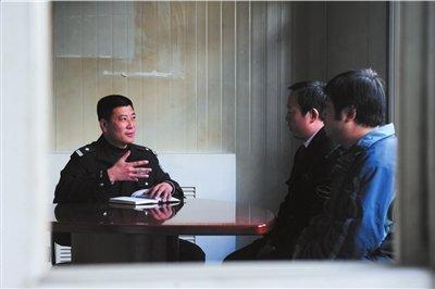 """民警严查西客站周边""""三假"""""""