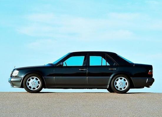 憨豆先生座驾再度拍卖 这次是90年代的奔驰500E