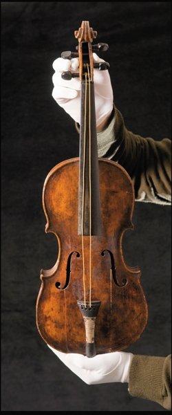泰坦尼克小提琴拍90万英镑