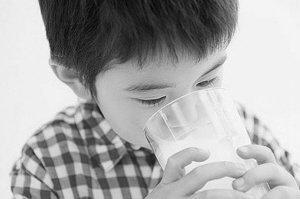 婴幼儿奶粉审查细则公布 128家乳企或淘汰一半