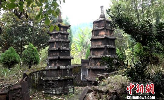 湖南郴州发现墓塔林 其中有罕见双子七级浮屠(图)