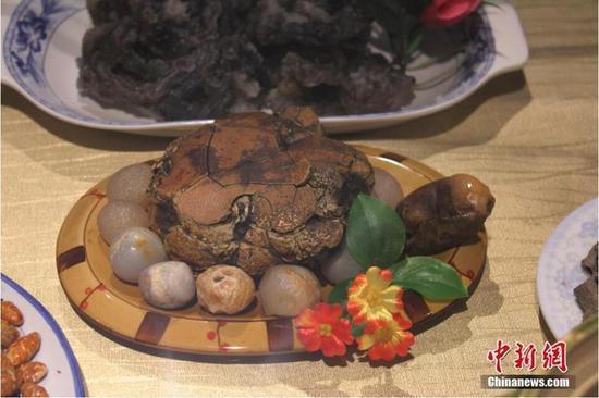 """奇石爱好者""""烹饪""""西北大餐 令人垂涎欲滴"""