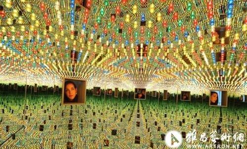 草间弥生《无限的镜子》35万英镑上拍