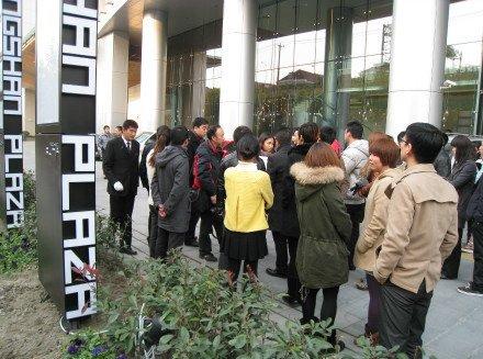 SOHO中国上海销售部总监:公司拖欠工资遭讨薪