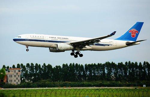 飞行中南航a330客机图片