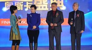 韩青、王�飞�颁发最受关注跨界人物 马未都获奖