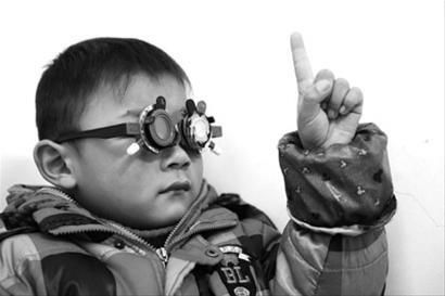 近年来儿童近视率发生高,本市将预防关口前移 晚报 何雯亚 资料图片-