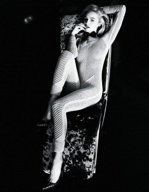 俄美女模特美女组图散发上吊v美女(紧身)窒息致命内衣图片