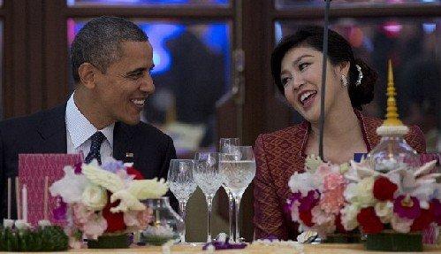 """奥巴马与泰国美艳总理亲密""""调情"""" 夸张程度让人"""