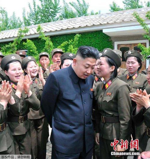 朝鲜士兵恶搞金正恩