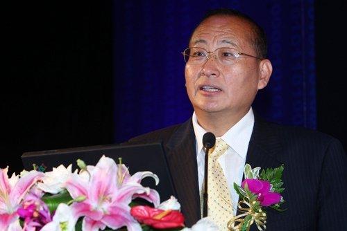 牛锡明:新媒体为金融业带来新的机遇和挑战