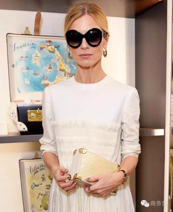 女王007都爱不释手 纸糊的箱子为啥能卖到上万块?
