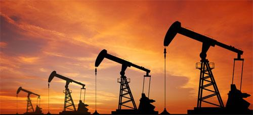 美元大涨油价重挫近3%