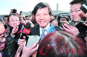 雷军被围访。 记者乔军伟、苏俊杰摄