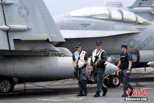 美国华盛顿号航母停靠香港 舰载70架战斗机