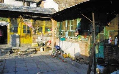 4月的一个下午,房山区阎村镇公主坟村万紫嘉园一里小区内,高清图片