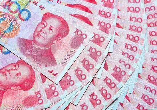 11月6日,中国人民银行货币政策二司司长霍颖励披露:截至目前,今年的人民币跨境使用已过10万亿元,超过了去年全年水平。